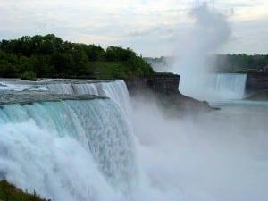 Tågen over Niagara Falls